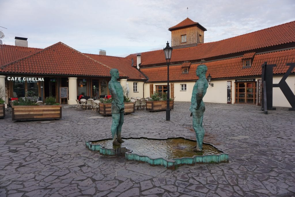 Peeing_Statue_Prague_Proudy