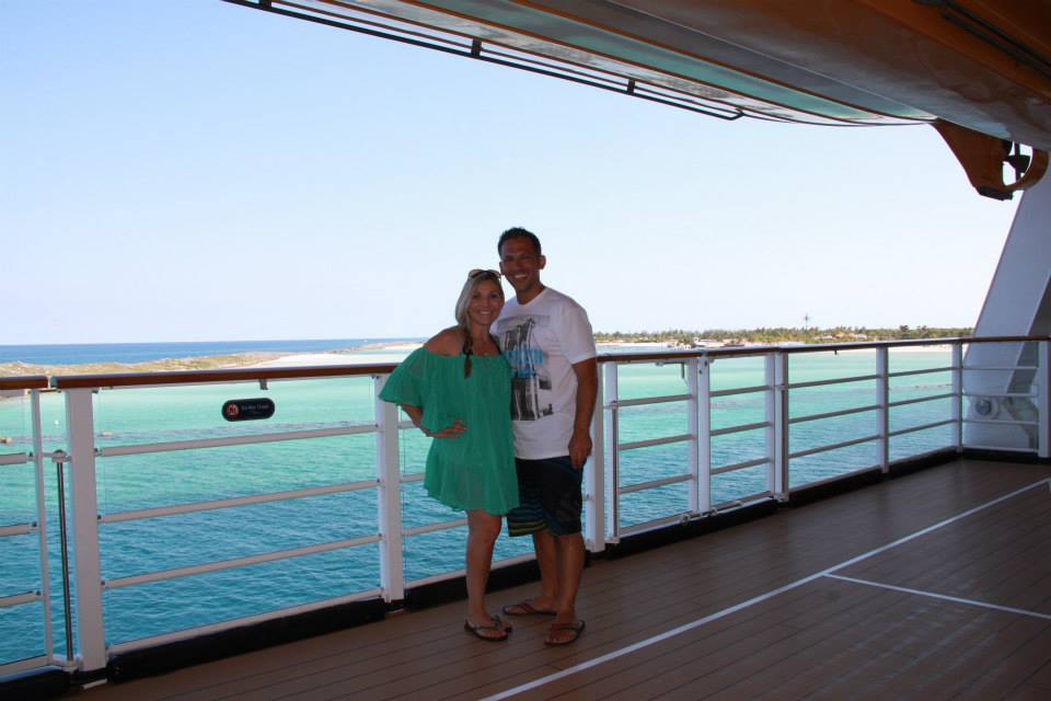 Couple on Disney Cruise | Global Munchkins
