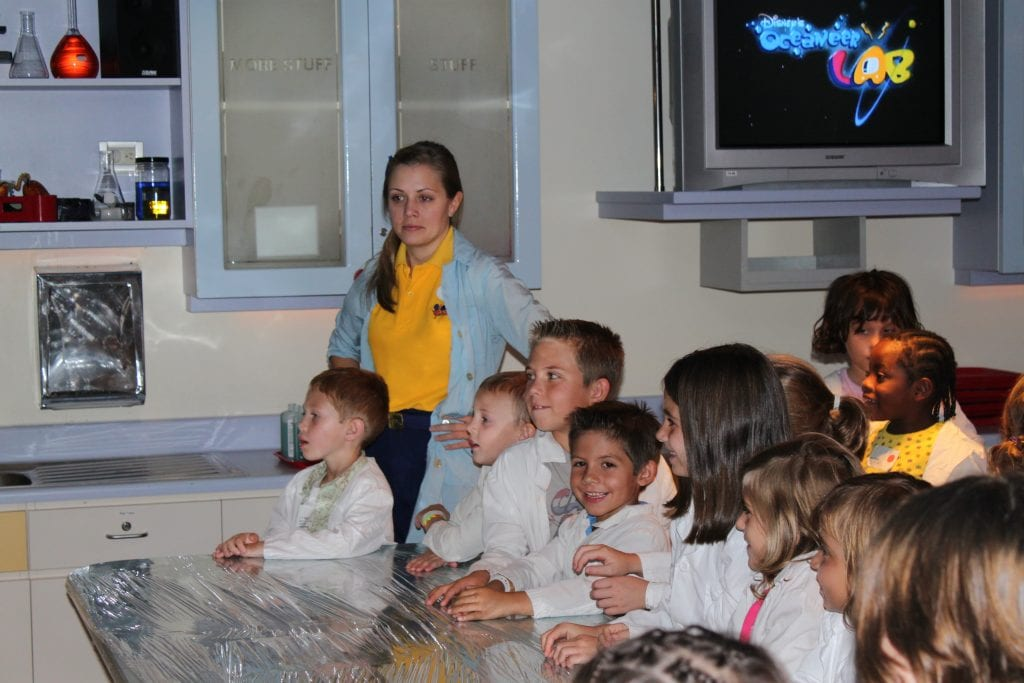 Science experiments onboard Disney Cruise ship at the oceaneer lab.   Global Munchkins
