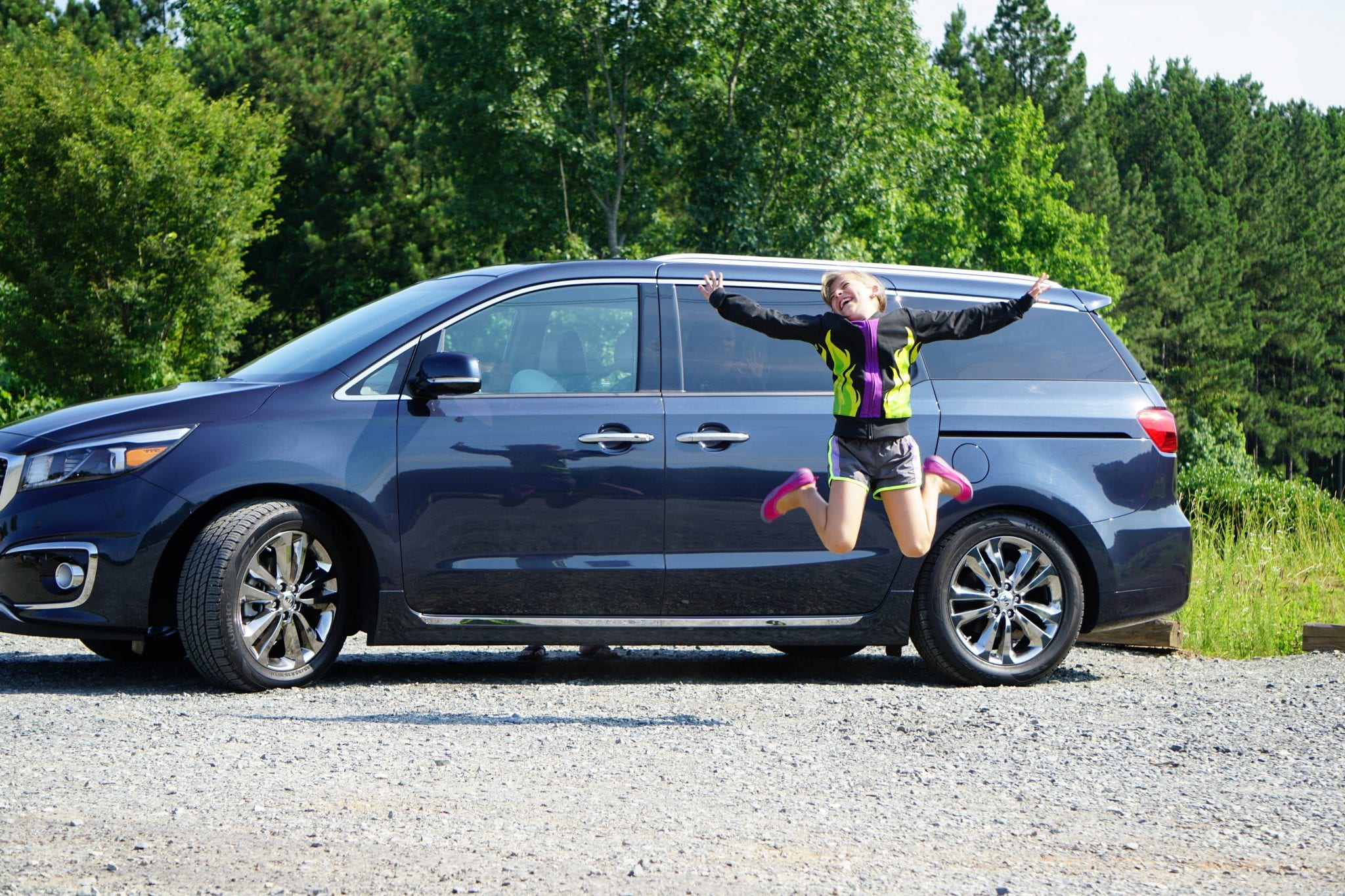 Check out these amazing tips for surviving a two-week road trip with kids in tow from a travel blogger who has 5 kids. These are the best tips for making sure you will have a great trip