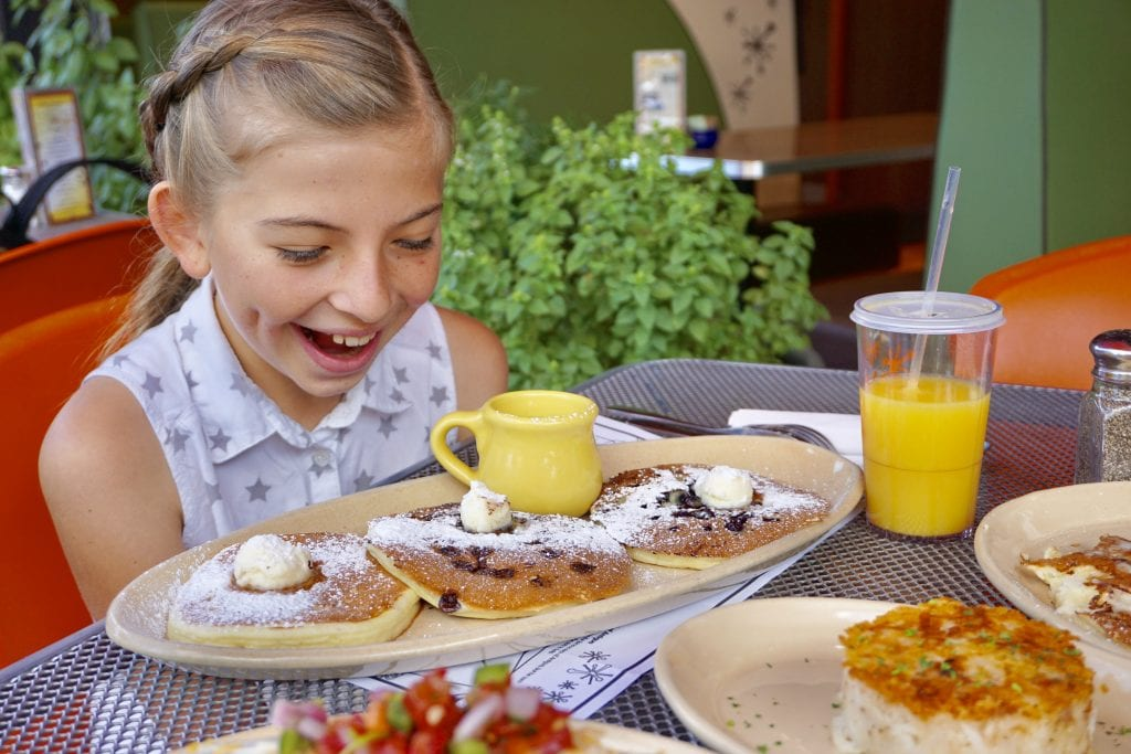The Best Mill Ave Restaurants for Families [From Breakfast to Dessert!]