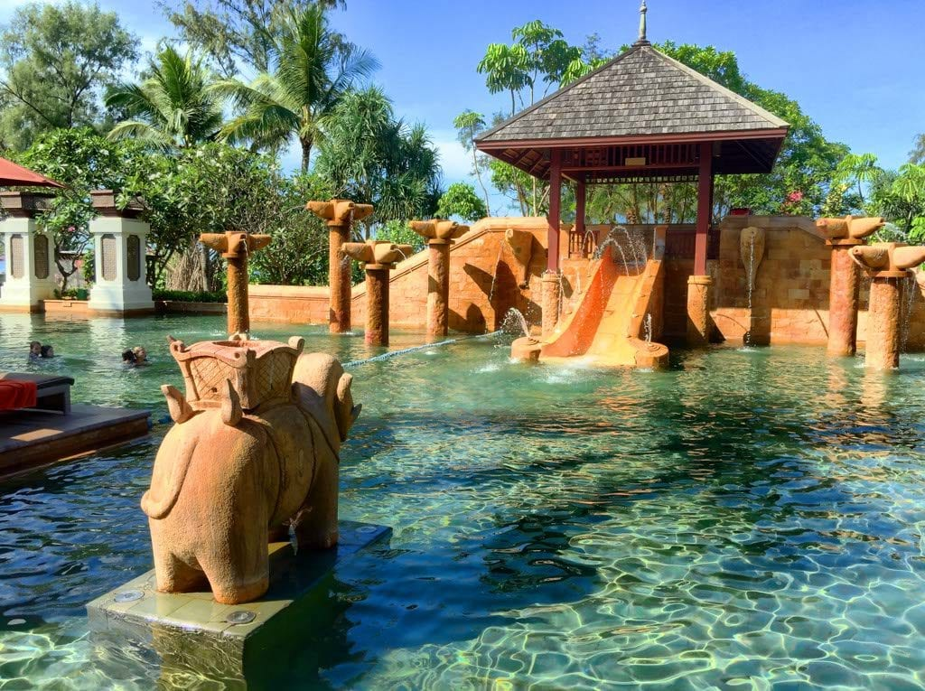 Luxury Resorts- Pool a JW Marriott Phuket