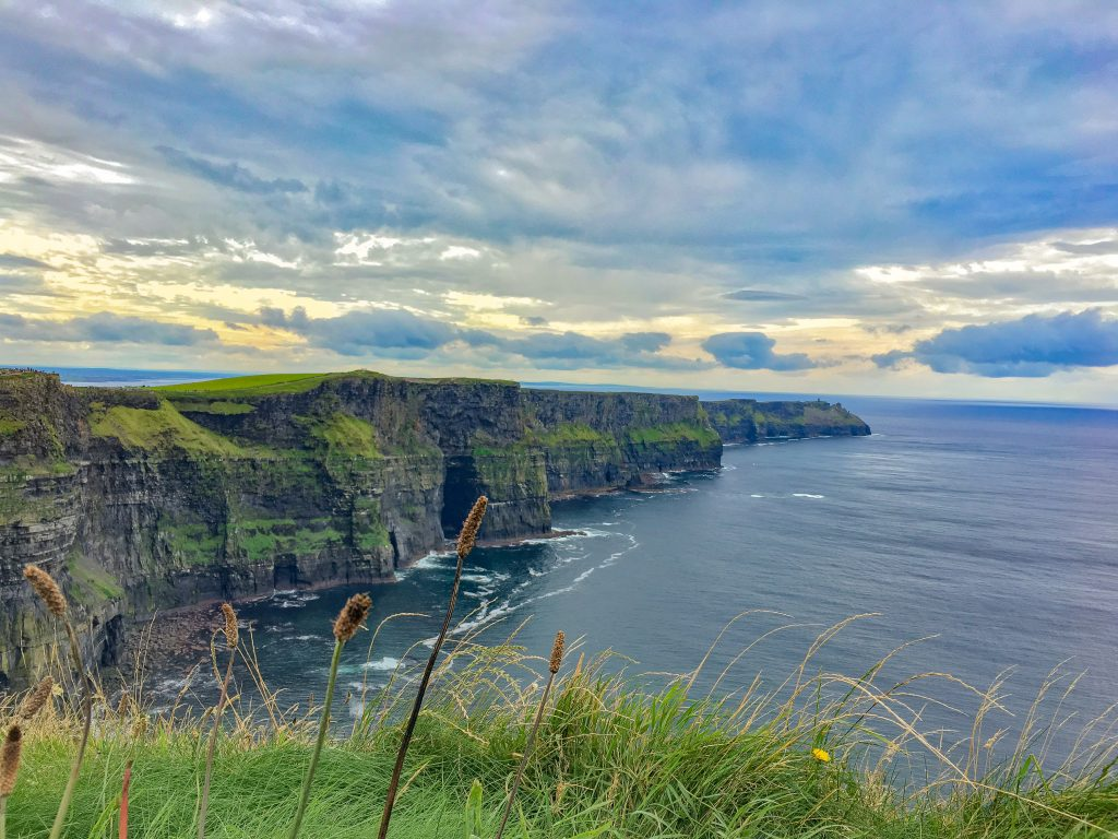 a guide to visiting the cliffs of moher