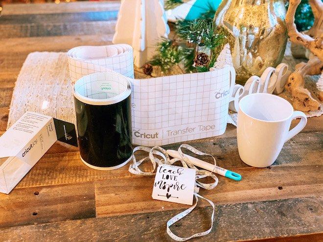 Easy custom mug made with cricut